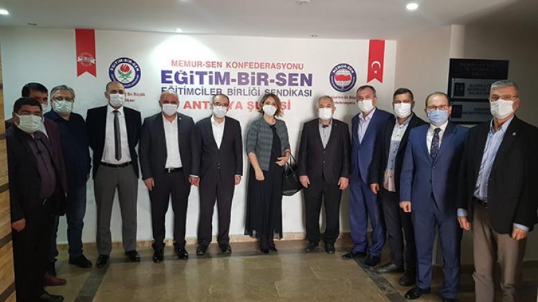 AK PARTİ HEYETİNDEN MEMUR-SEN'E ZİYARET ..