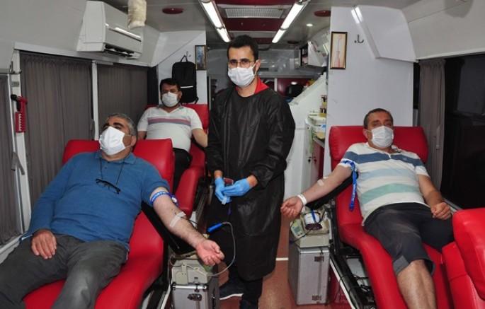 MANAVGAT Anadolu Gençlik'ten kan verme kampanyası..